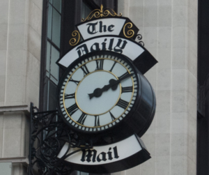 English: The Daily Mail clock, just off Kensin...
