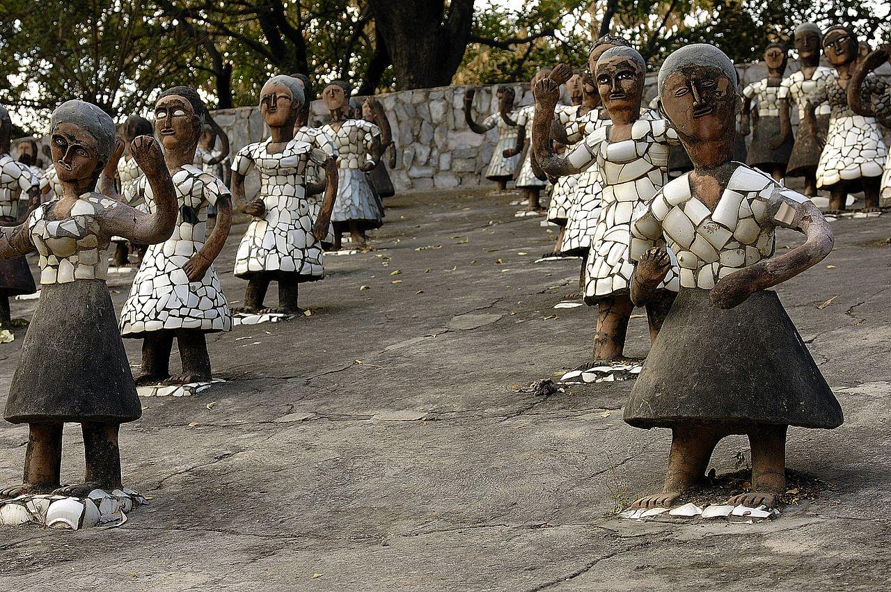 File:Dancing girls at Rock Garden, Chandigarh.jpg - Wikimedia Commons