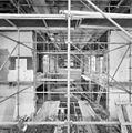 De binnenzijde van de synagoge te Arnhem met steigers, tijdens restauratie - Arnhem - 20350269 - RCE.jpg