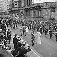 De troonwisseling in Luxemburg, na de eedsaflegging wande het gezelschap van par, Bestanddeelnr 917-1213.jpg