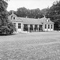 De voormalige garage ten oosten van de stalgebouwen (thans theehuis) - Apeldoorn - 20023592 - RCE.jpg