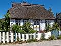 Denkmalgeschütztes Wohnhaus Chausseestr. 17 in Born am Darß.jpg
