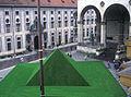 Die Grüne Pyramide auf dem Odeonsplatz 1997 (München).jpg