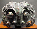 Dinastia shang, finemento decorativo a forma di maschera zoomorfa, XII-XI sec. ac..JPG