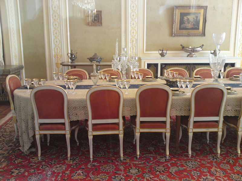 پرونده:Dining hall at the Niavaran Palace.JPG