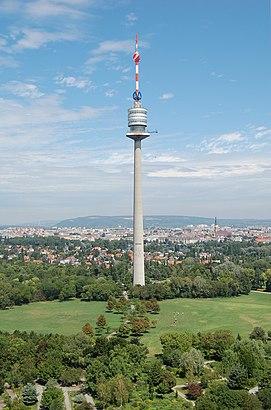 So kommt man zu dem Donauturm mit den Öffentlichen - Mehr zum Ort Hier