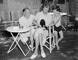 Drew Pearson (journalist) - Pearson with his second wife and stepson, 1937