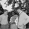 Duitse studenten met in het midden een Ghanees in traditionele kledij, Bestanddeelnr 254-4466.jpg