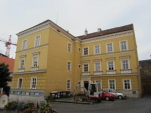 Ehemalige_Schule,_Waidhofen_a._d._Thaya.jpg