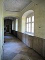 Előszállás kastély folyosó.jpg