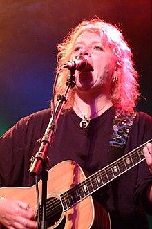 Сальерс выступает в 2002 году