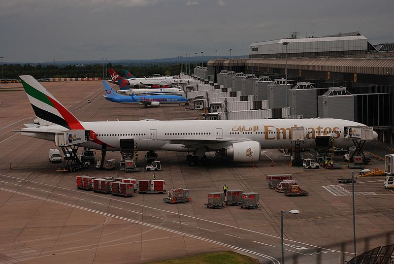 File:Emirates @ Manchester Airport 2009-05-10.JPG