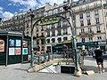 Entrée Station Métro Place Clichy Paris 3.jpg