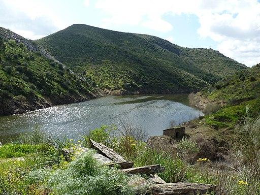 Blick auf das Côa-Ufer kurz vor der Einmündung in den Douro. Envolvente Canada do Inferno 2