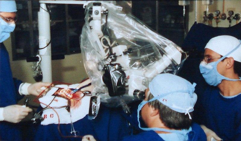 Equipe de Neurocirurgia no hospital da Beneficência Portuguesa de Porto Alegre