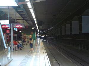 El Prat de Llobregat railway station - The southernmost island platform of the Rodalies de Catalunya station in 2011.