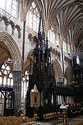 Exeter Cathedral (St. Peter) (15383578272).jpg