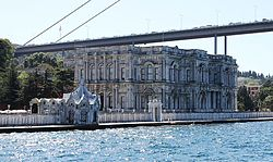 Exterior view of Beylerbeyi Palace from the Bosphorus (2).jpg