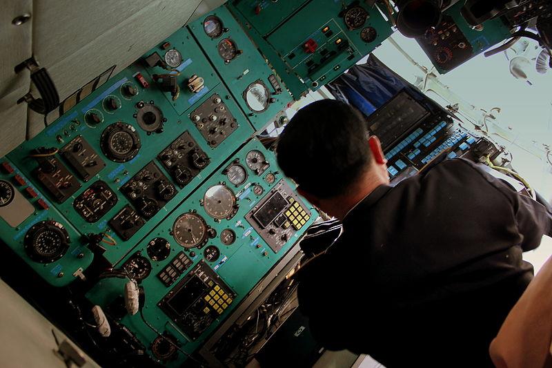 File:FLIGHT ENGINEER POSITION AIR KORYO IL76 P912 AT SONDOK AIRFIELD DPRK NORTH KOREA OCT 2012 (8648759644).jpg