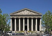 Façade fronton madeleine Paris.jpg