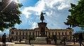 Fachada del Palacio Nacional y estatua de Gerardo Barrios (San Salvador).jpg