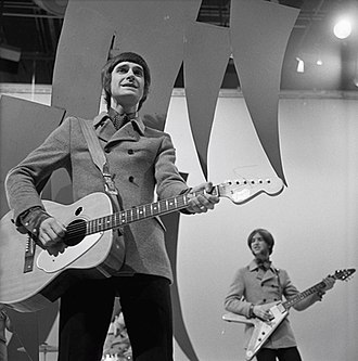 Ray Davies - Ray Davies with brother Dave in background, performing with The Kinks (Dutch TV, 1967)