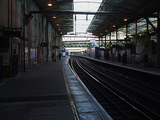 Farringdon station Thameslink platforms look north