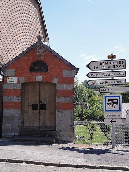 Felleries (Nord, Fr) chapelle, rue de la Place, extérieur