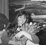 Filmster Daliah Lavi op Schiphol, Opdracht Columbia, in perskamer, Bestanddeelnr 918-9684.jpg