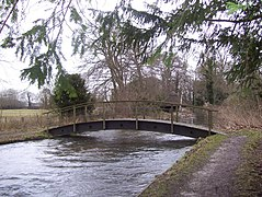 Footbridge across the River Test - geograph.org.uk - 1152337.jpg