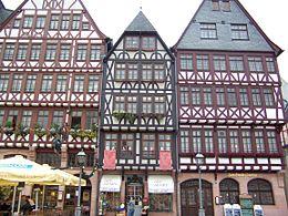 Francoforte: edifici ricostruiti di fronte al Römer (municipio).