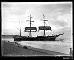 French three-masted barque VINCENNES aground on Manly Beach Sydney, May or June 1906 (7540855514).jpg