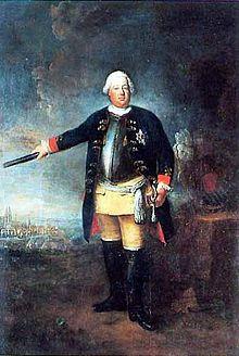 König Friedrich WilhelmI. als Feldherr vor dem belagerten Stralsund (1715). Gemälde von Pesne 1729, allerdings in der neuen Uniform des Königsregiments. (Quelle: Wikimedia)