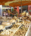 Fromager au marché de l'Isle-sur-la-Sorgue.jpg