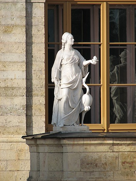 File:Gatchina. Statue Vigilance about Gatchina Palace-2.jpg