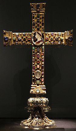 Germania occidentale, croce detta di lotario, 1000 ca, con base tardogotica (XV secolo) 01.jpg