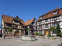 Gerstungen im thüringischen Wartburgkreis. Marktplatz mit dem Storchenbrunnen.jpg