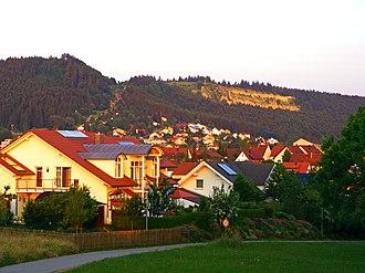 Kehlen (mountain) - The Kehlen (1,001 m, right); and the Hochwald (1,002 m, left) seen from Gosheim (850 m).