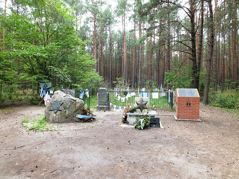 Grób zbiorowy Żydów z Tykocina - las łopuchowski 2