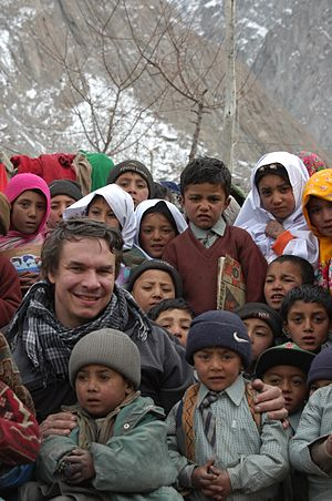 Greg Mortenson - Mortenson with children in Pakistan in 2006