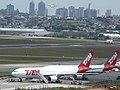 Guarulhos – cidade, aeroporto e aeronaves em céu e terra - panoramio.jpg
