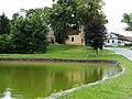 Hůry - rybník a kaple.jpg