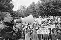 Han Meijer (voorzitter ASVA) spreekt de demonstrerende studenten toe op het Muse, Bestanddeelnr 919-5597.jpg