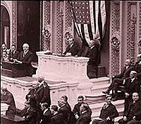 Harding addresses the Senate. Photo 1921