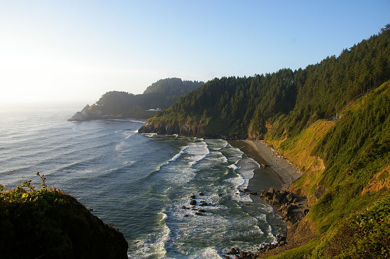 File:Heceta Head Light - Oregon.jpg