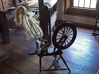 Herkimer House spinning wheel.jpg