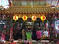 Ho Po-wen service team at Banqiao Ling'an Temple 20161122.jpg
