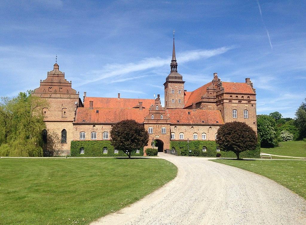 Holckenhavn Castle.jpg