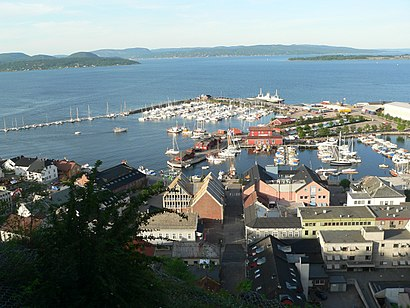 How to get to Holmestrand with public transit - About the place