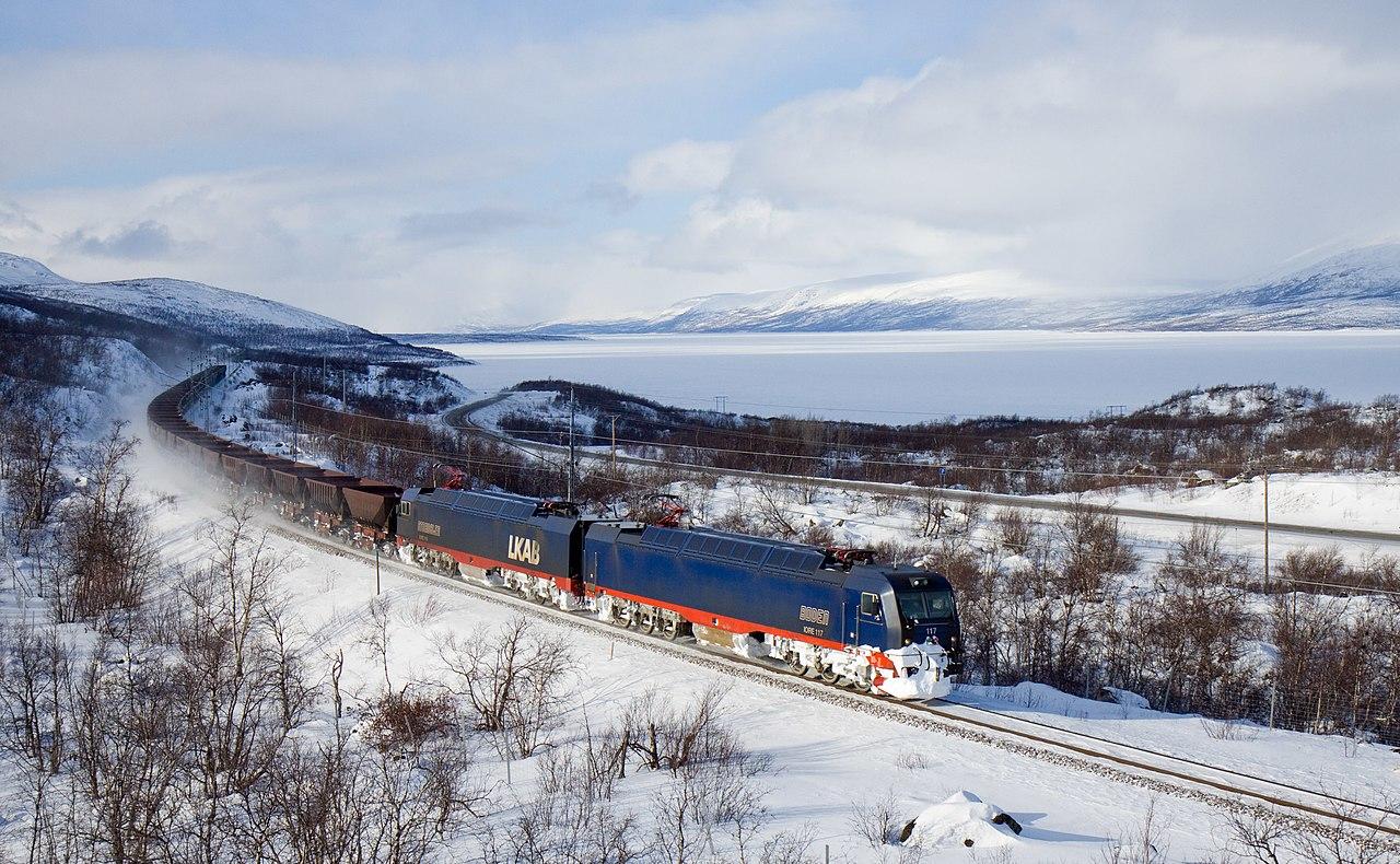 Sin duda alguna, la línea de ferrocarril Malmbanan es una de las infraestructuras más importantes para Kiruna, para dar servicio a la minería y a miles de turistas